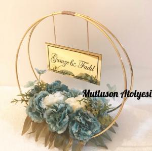 Çiçekli masa süsü pleksi isimlik gold renk